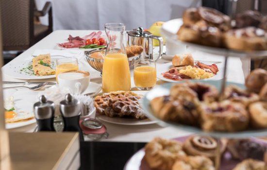 Hotel Schweizerhof, St. Moritz - Breakfast